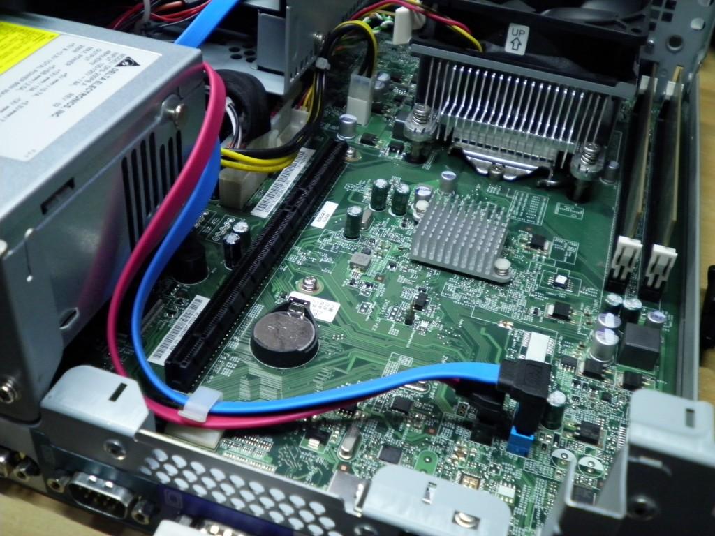 D5390のライザーカードを外す。